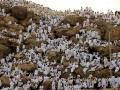 Svētceļnieki svarīgākajā hadža brīdī – Zul Hidža lunārā mēneša devītajā dienā Arafāt kalnā