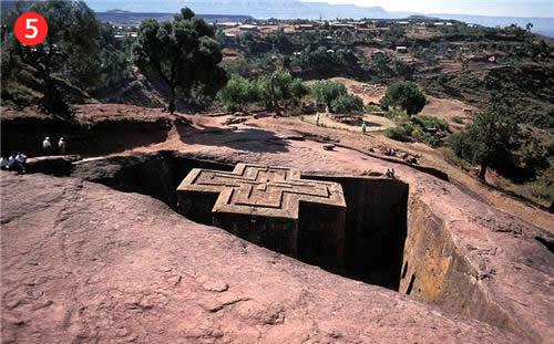 Viena no vēsturiskajām Etiopijas kristiešu baznīcām, kura ir izrakta zemē