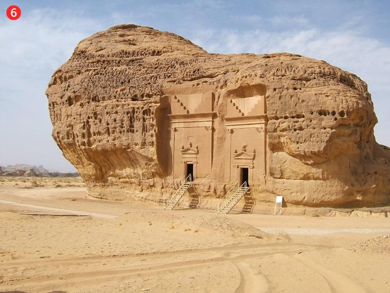 Pie viņiem tika nosūtīts pravietis Salihs (s), bet kā zīme no Dieva - milzīga kamieliene, kura iznāca tieši no klints
