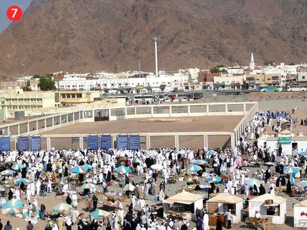 Uhud kalns un Kaujas pie Uhuda šahīdu apglabāšanas vieta, skatoties no Loku šāvēju kalna