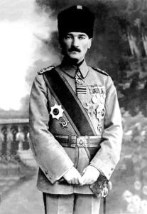 Mustafa_Kemal_Atatürk_1918-207x300