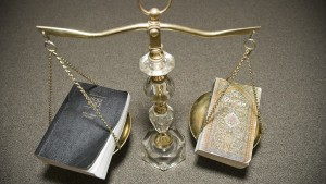 Bible-Quran-Scale-900